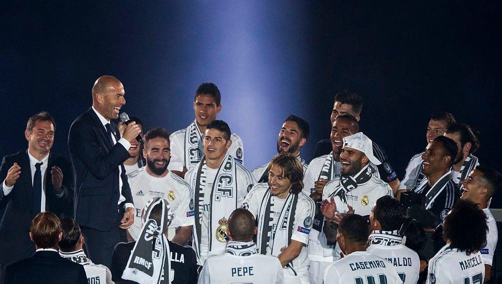Zidane toma la palabra durante la celebración de la Undécima