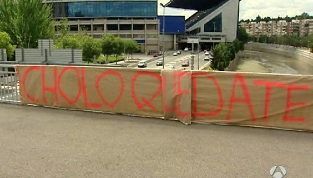 Pancarta para que se quede Diego Simeone