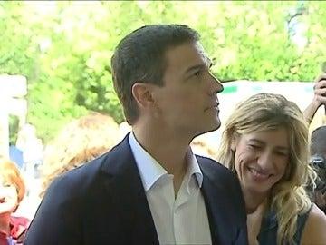 """Frame 2.468512 de: Sánchez acusa a Rajoy de """"jugar para que el PSOE sea tercero"""" y dice que no se abstendrá para que gobierne el PP"""