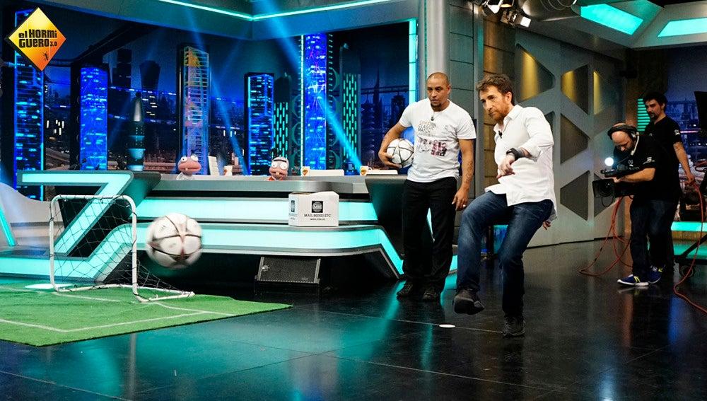 Así chutan Roberto Carlos y Seedorf