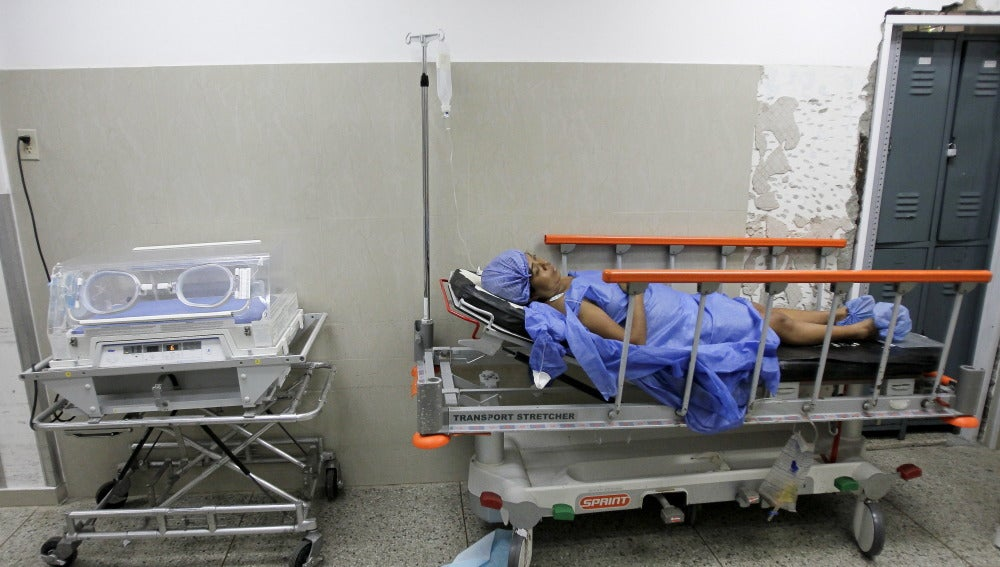 Pacientes aguardan en el hospital