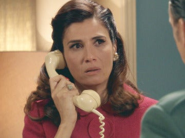 Adela, preocupada