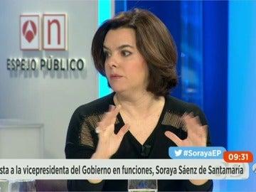 """Frame 1531.126974 de: Sáenz de Santamaría: """"Hay una pelea por la Presidencia y otra por ver quién reparte al vicepresidente"""""""