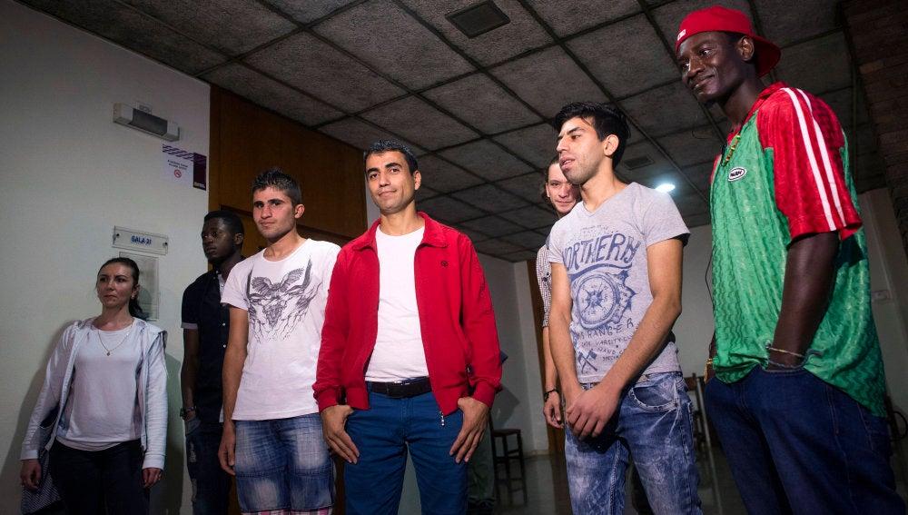 Varios de los refugiados sirios que llegaron a Zaragoza desde Grecia.