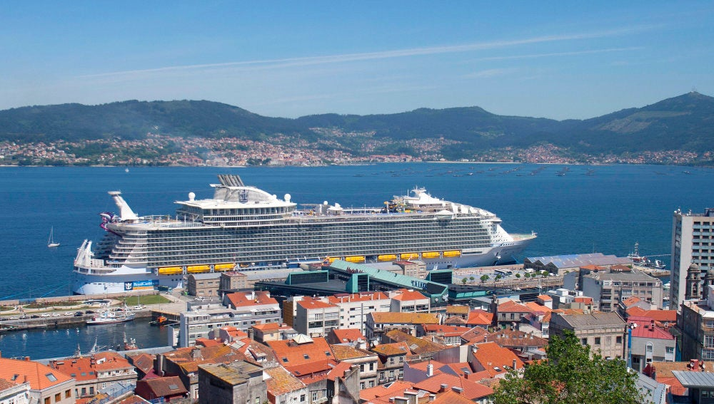 Harmony of the Seas en su escala en Vigo