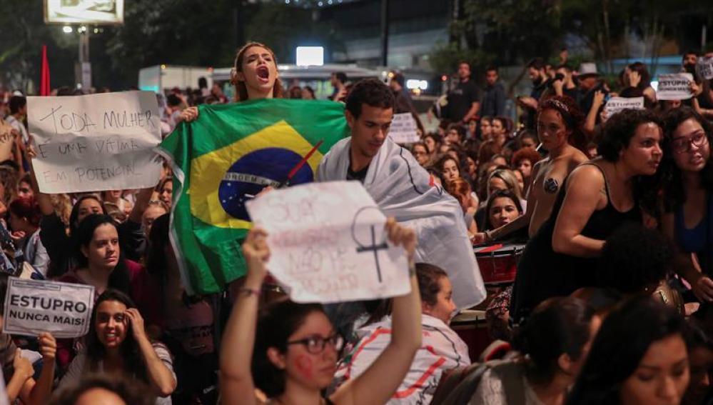 Protesta por la violación en Brasil