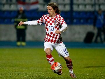 Luka Modric durante un amistoso con Croacia