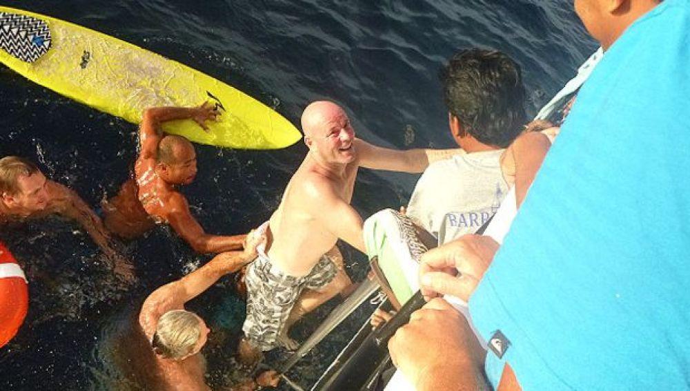 Brett Archibald en el momento de ser rescatado