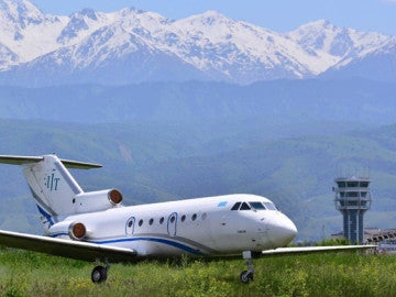 Un avión de pasajeros YAK-40