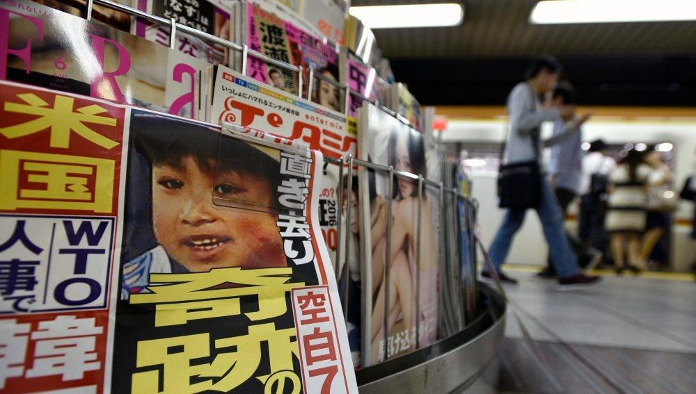 Periódicos con la fotografía del joven Yamato Tanooka, de 7 años