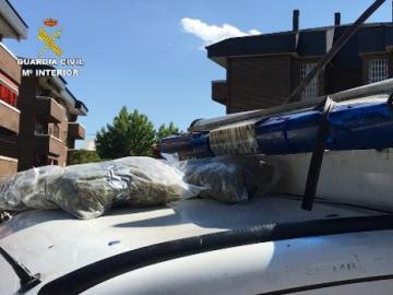 Imagen de la ambulancia medicalizada interceptada por la Guardia Civil.