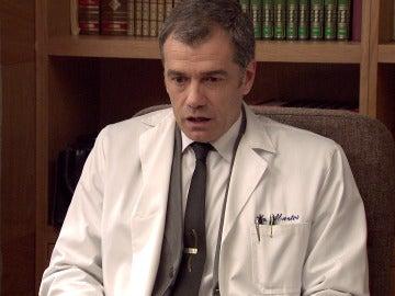 El colectivo médico da la espalda al doctor Martos