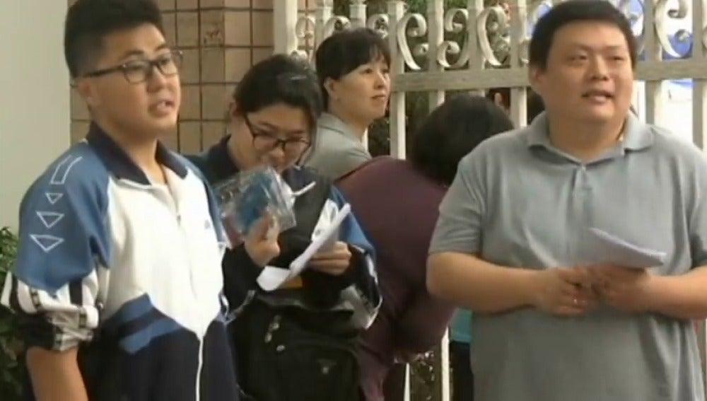 """Frame 12.202666 de: Comienza el """"gaokao"""", mucho más que un examen para los estudiantes chinos"""