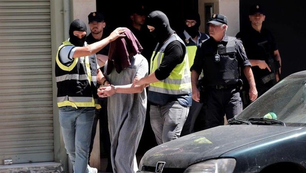 Detenido en Valencia por presunta captación de yihadistas por Internet