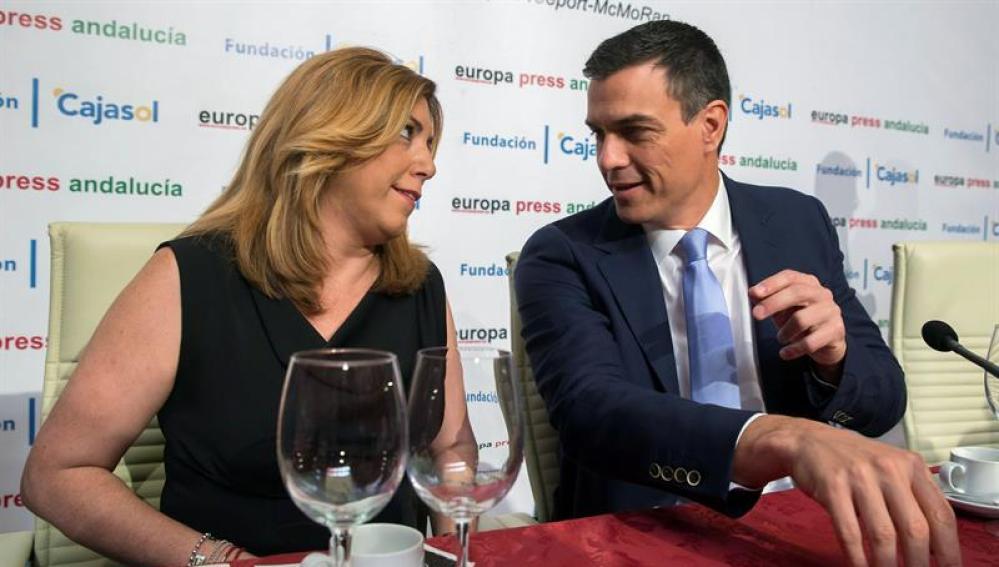 Pedro Sánchez y Susana Díaz en un desayuno informativo.