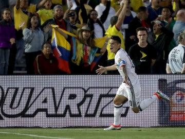 James Rodríguez celebra su gol contra Paraguay