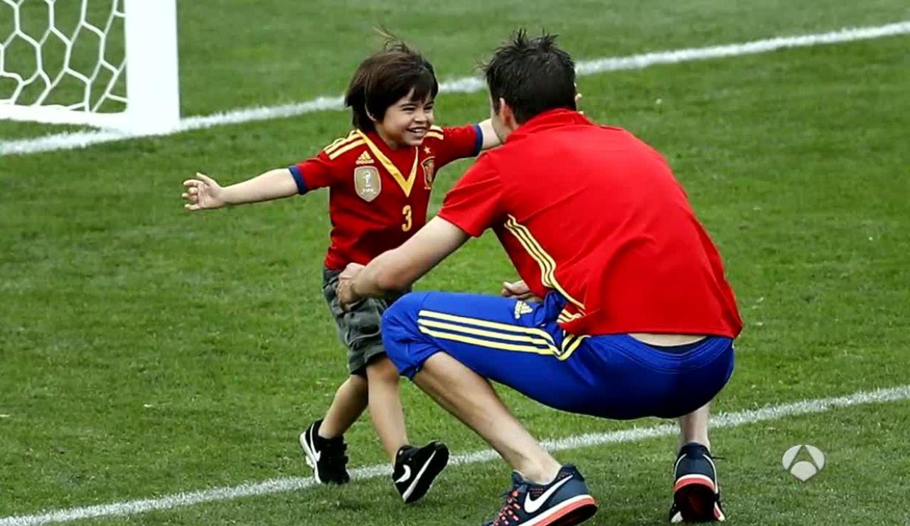 Gerard Piqué, junto a su hijo