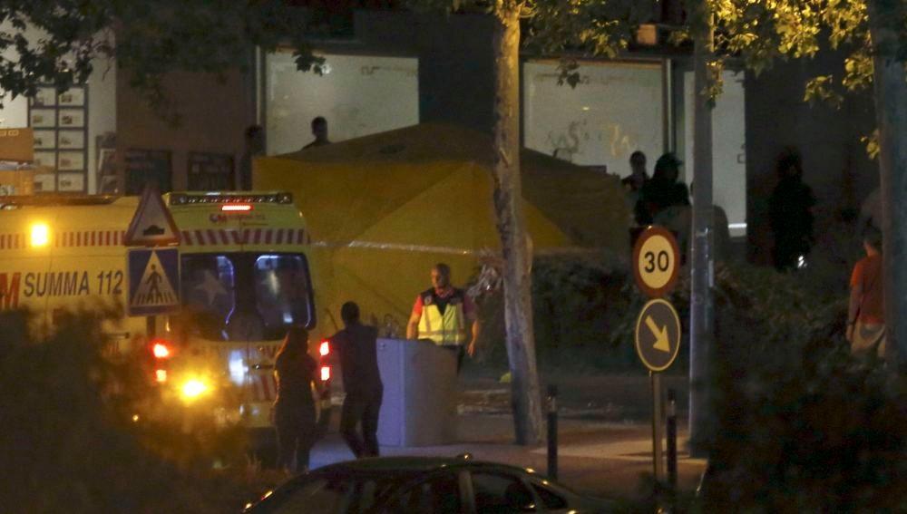Servicios sanitarios preparados para atender al policía atrincherado en Alcobendas