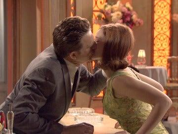 Víctor besa a Loli