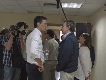 PEdro Sánchez habla con José Luis Rodríguez Zapatero