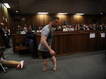 Pistorius comparece ante el juez sin sus prótesis