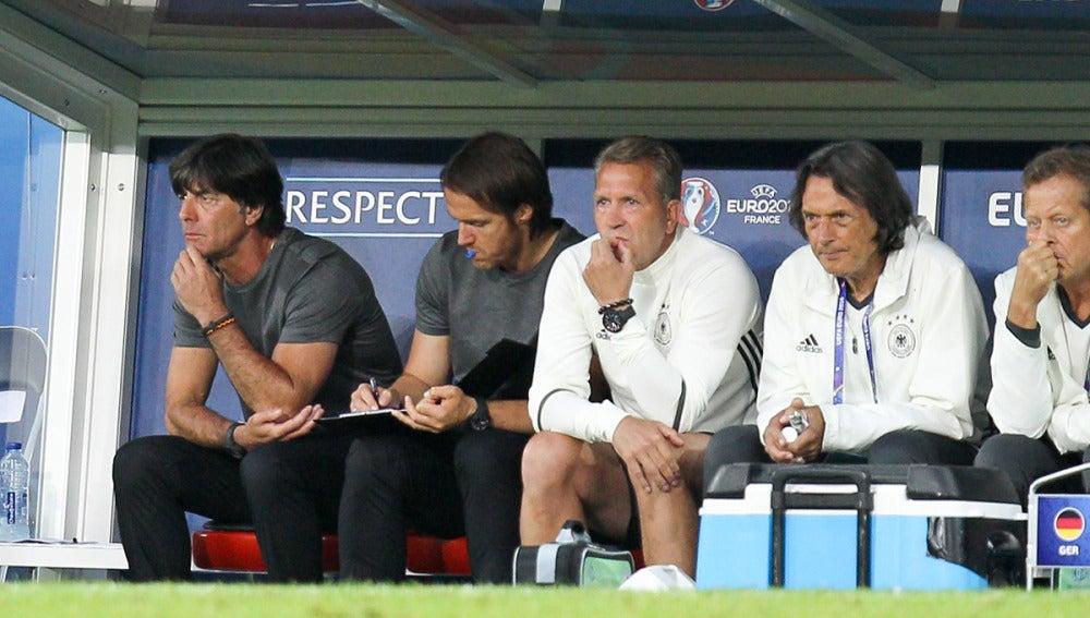 Joachim Low dirigiendo a Alemania en la Eurocopa