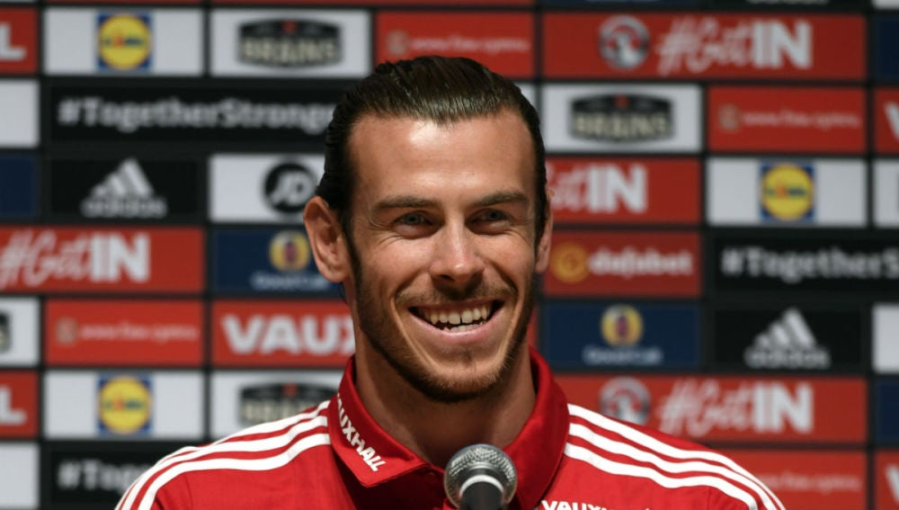 Gareth Bale habla a la prensa previo a su partido ante Inglaterra