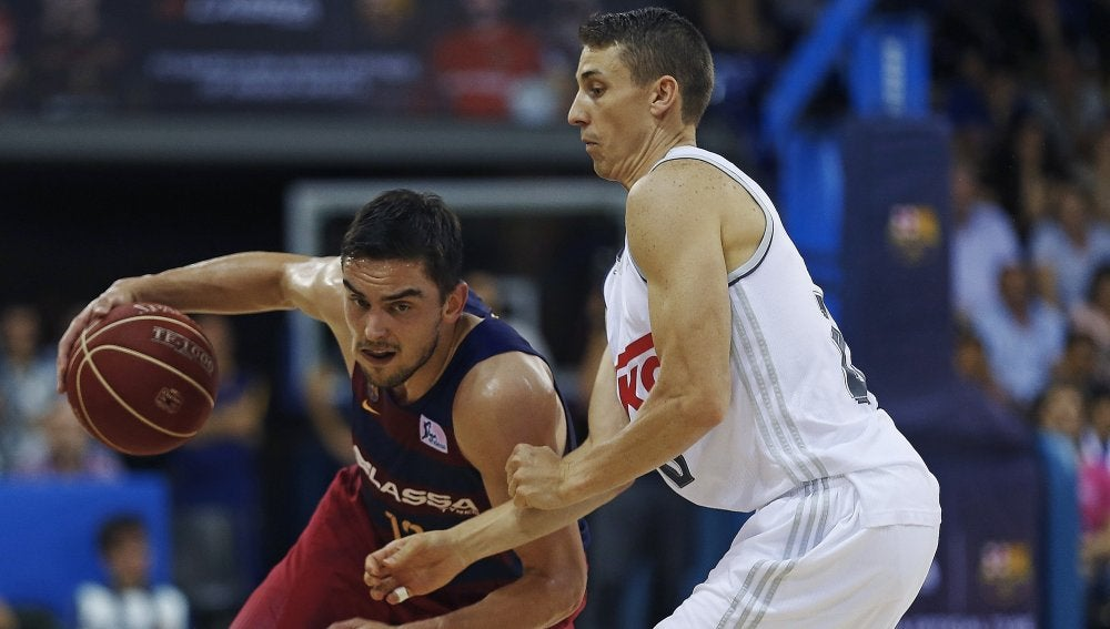 Satoransky y Carroll en el primer duelo de la final de la ACB
