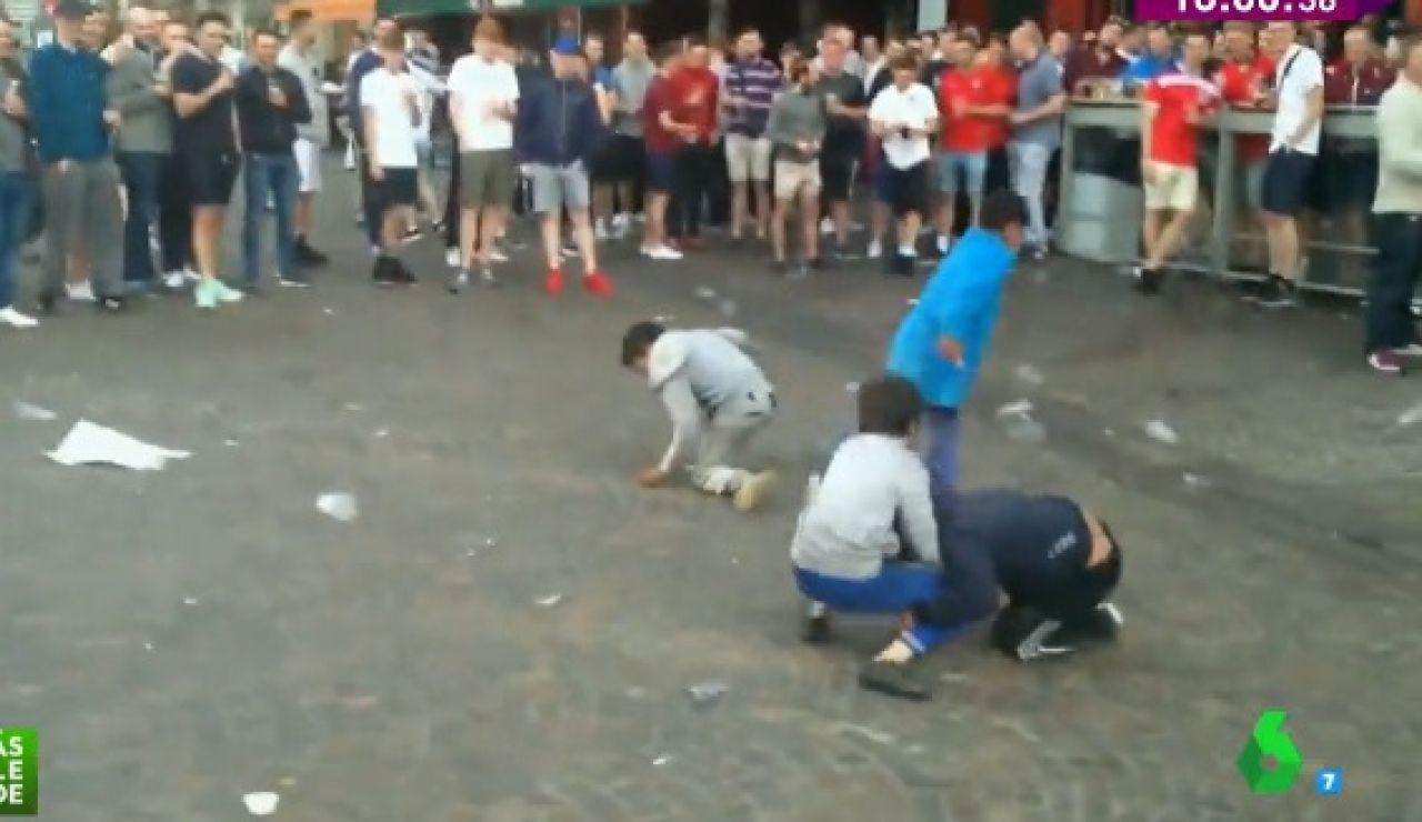 Niños gitanos humillados por hooligans ingleses en Lille