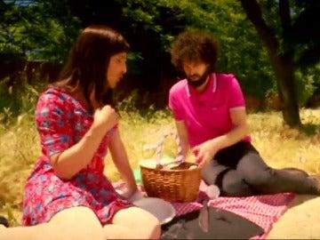 Frame 77.392709 de: Cómo sobrevivir al verano en pareja