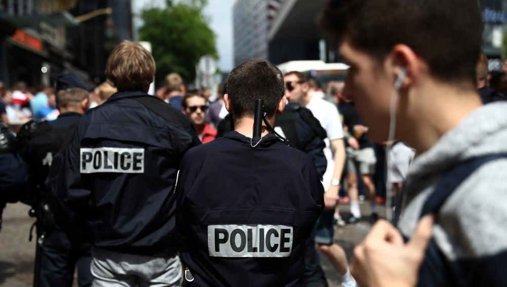 Dos policías franceses, en Lille