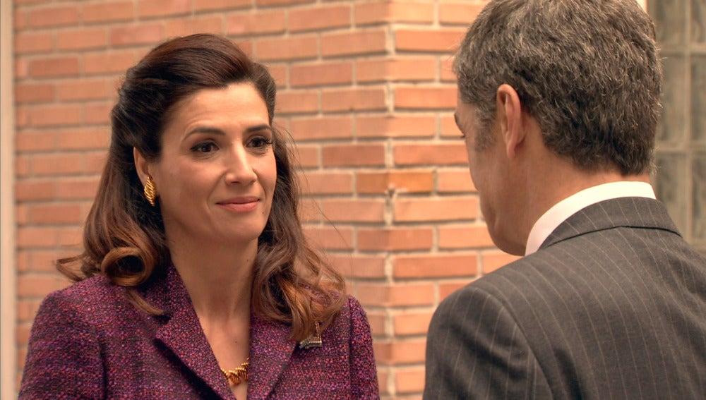 Adela percibe gran complicidad entre Adela y Tomás