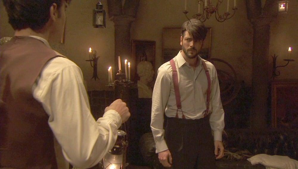 Matías descubre a Hernando en la bodega de la mansión