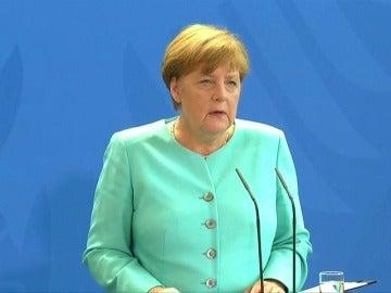 """Frame 8.110159 de: Angela Merkel pide """"calma"""" y """"moderación""""  para las negociaciones con el R.Unido"""