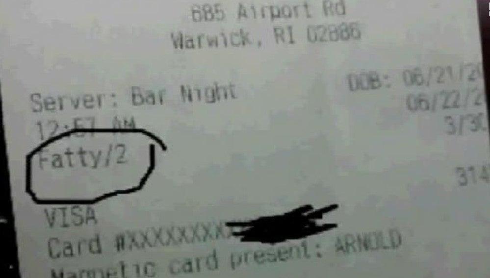 Ticket en el que llaman 'gordinflón' a un cliente