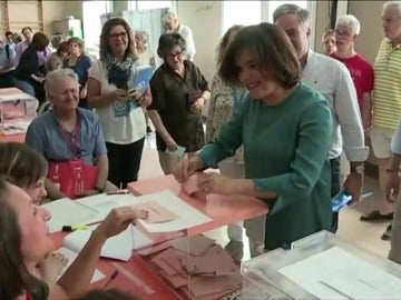 Frame 41.622033 de: Sáenz de Santamaría destaca la responsabilidad del voto para futuro del país