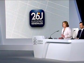 """Frame 6.275294 de: El Gobierno destaca la """"absoluta normalidad"""" en la apertura de los colegios electorales en toda España"""