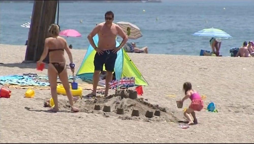Frame 2.915504 de: Las vacaciones de los británicos serán más caras este verano