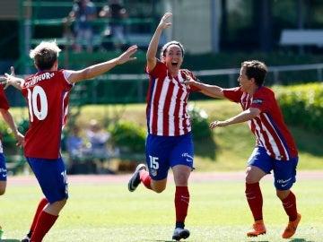 El Atlético Féminas celebra un gol en la final ante el Barcelona