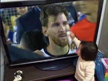 La niña que seca las lágrimas de Messi