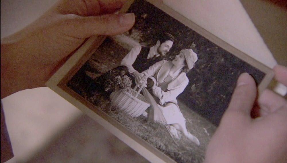 Camila recibe una fotografía de Hernando