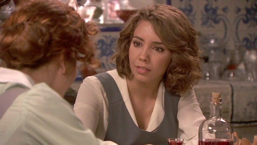 Francisca descubre a Emilia en La Casona