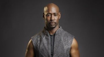 D.B. Woodside es Amenadiel en Lucifer