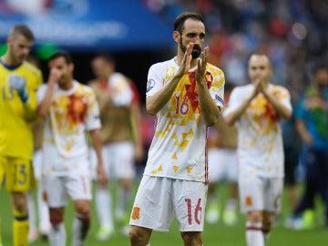 Juanfran agradece el apoyo a la afición tras caer ante Italia