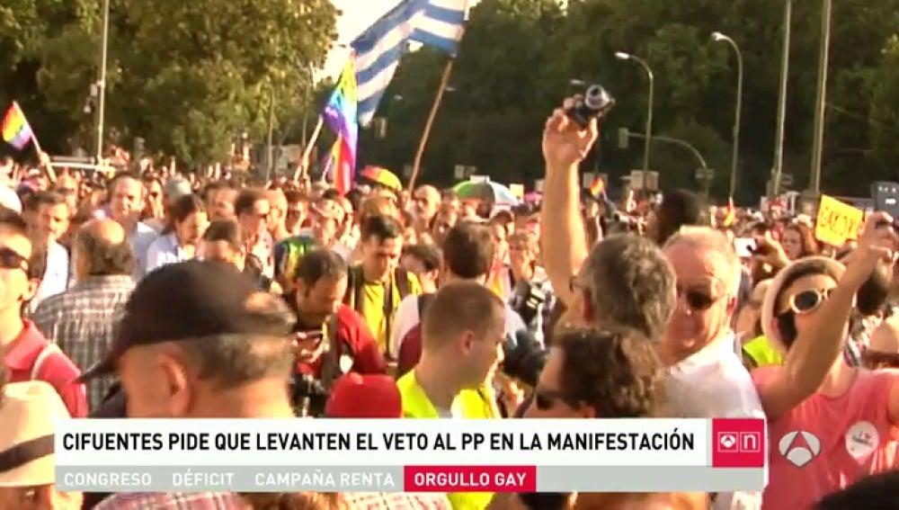 """Frame 10.039597 de: Cifuentes tacha de """"terrible equivocación"""" que la organización del Orgullo haya """"vetado"""" al PP de Madrid en la marcha"""