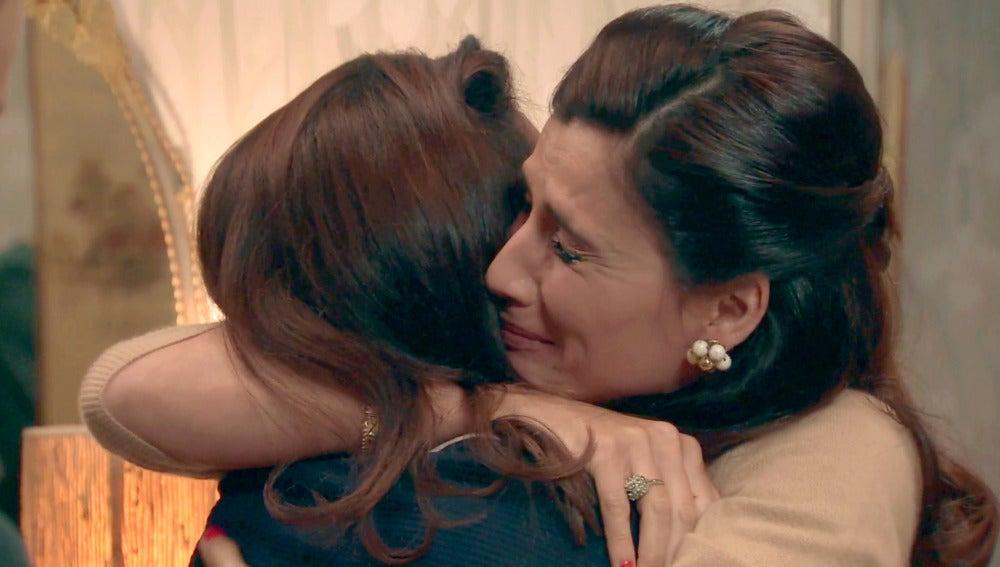 Sofía regresa a casa para alivio de Adela