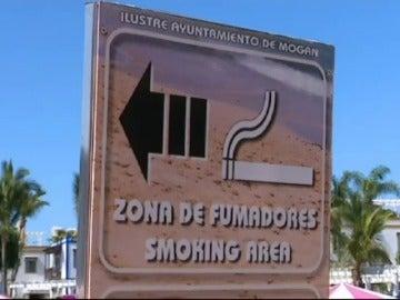 Frame 51.574899 de: La batalla contra el tabaco llega a la arena de las playas