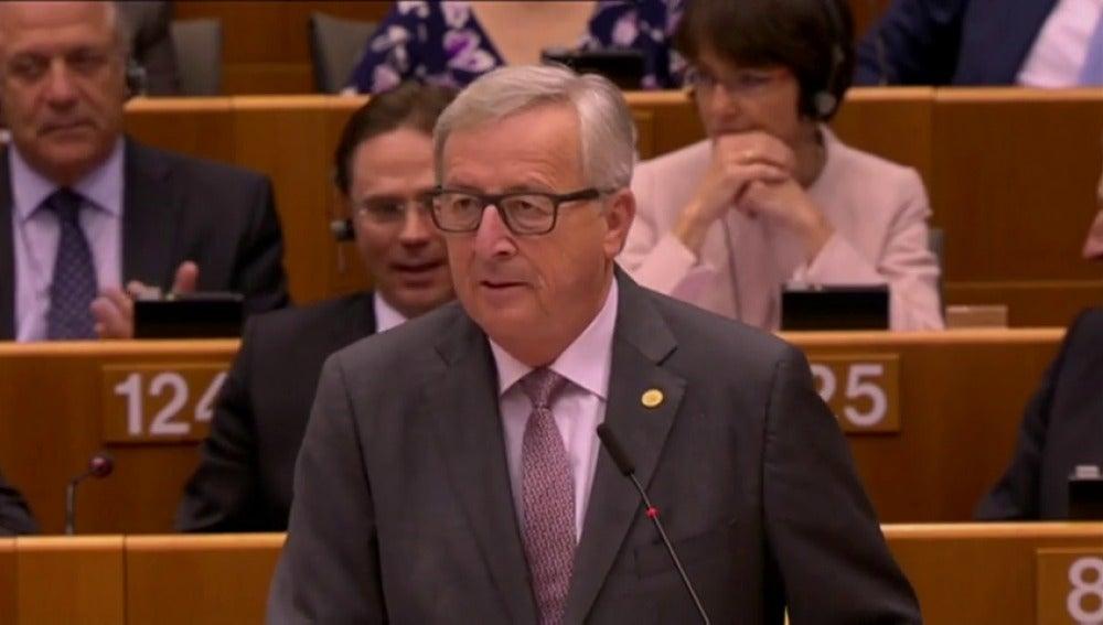 Frame 14.75249 de: ¿Por qué están aquí?, les reclama Juncker a los eurodiputados del UKIP británico
