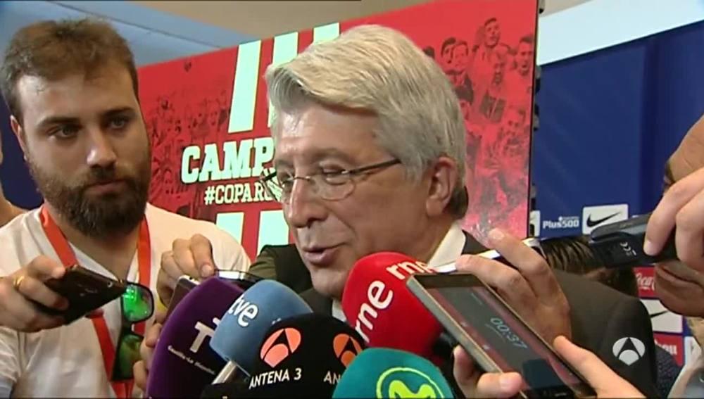 Enrique Cerezo atiende a los medios