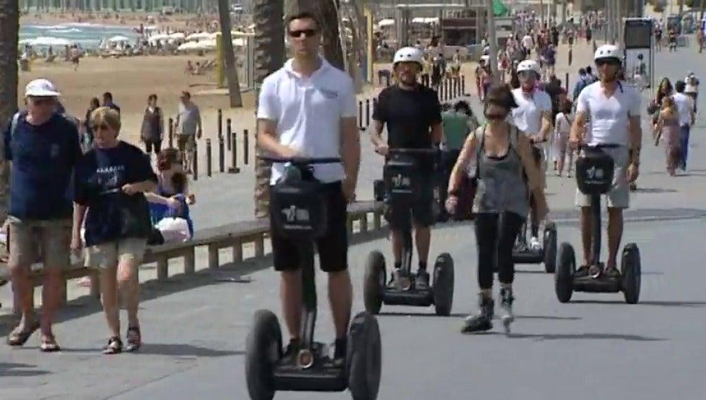 Resultado de imagen de patinetes en barcelona